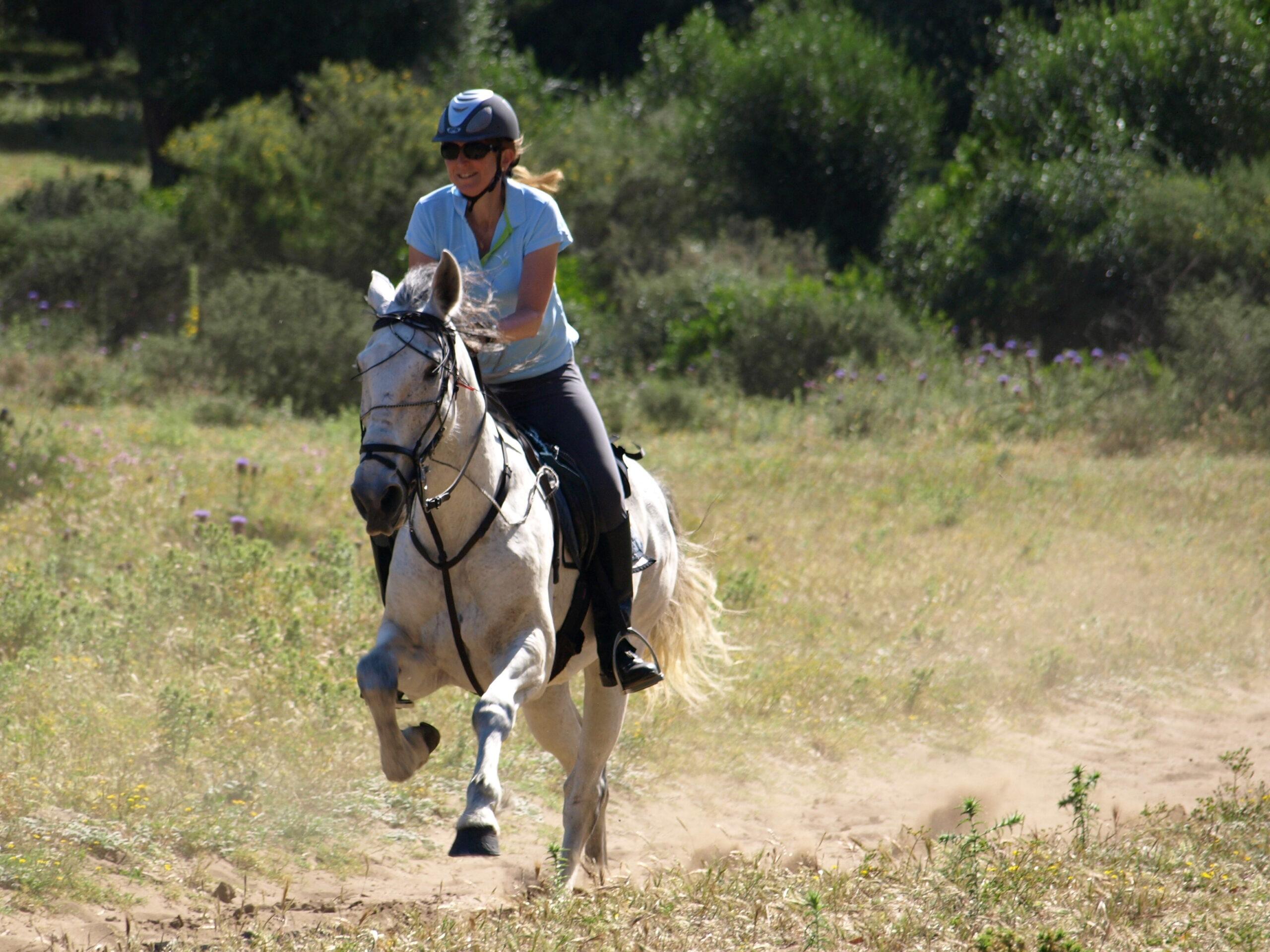 Paardrijden op het strand in Zuid Spanje - Vakantie te paard / Reisbureau Perla