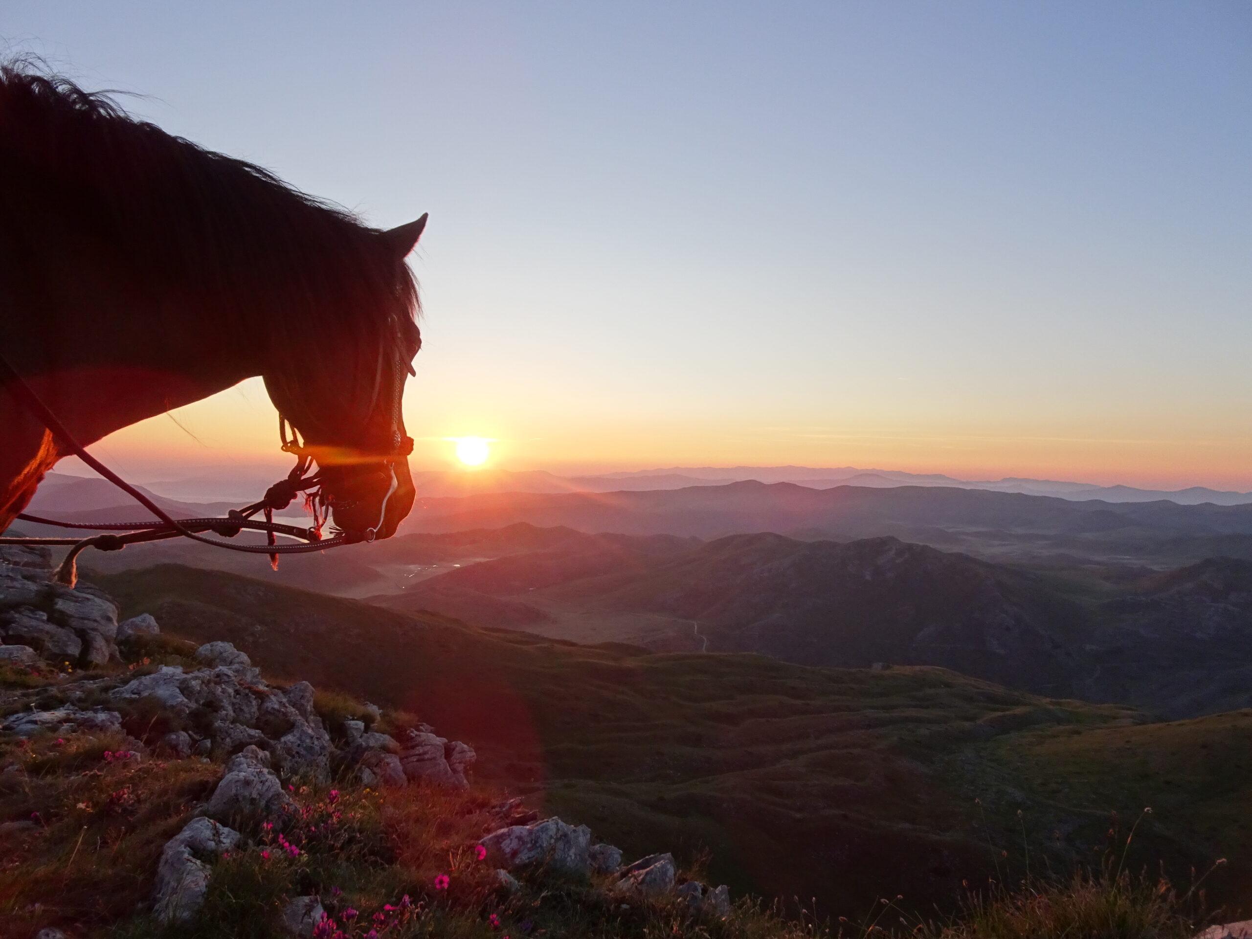 Zonsopgang in Macedonië - Vakantie te paard / Reisbureau Perlan