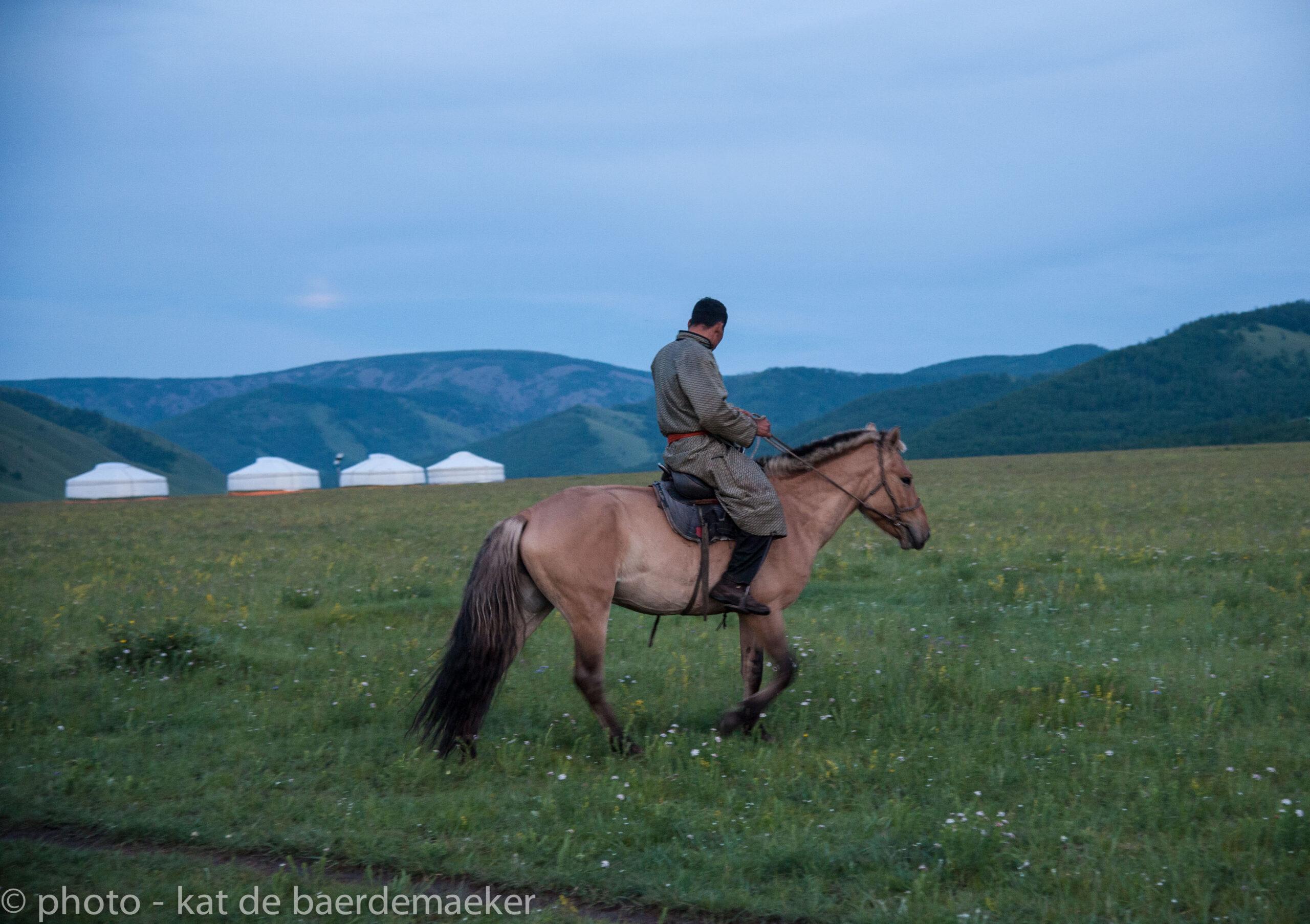 Paardrijvakantie in Mongolië - Vakantie te paard / Reisbureau Perlan