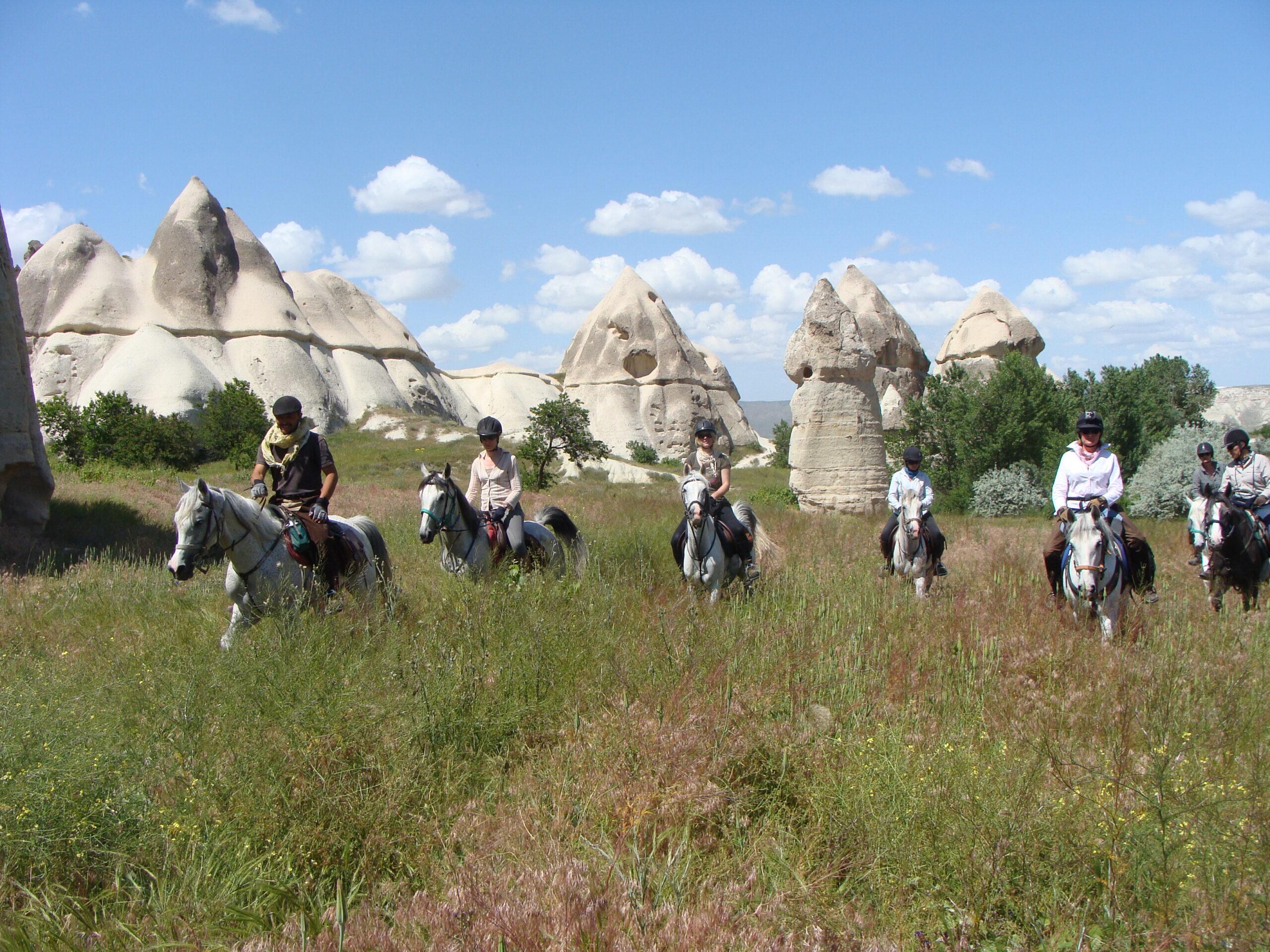 Paardrijden langs de schoorstenen van Cappadocië - Vakantie te paard / Reisbureau Perlan